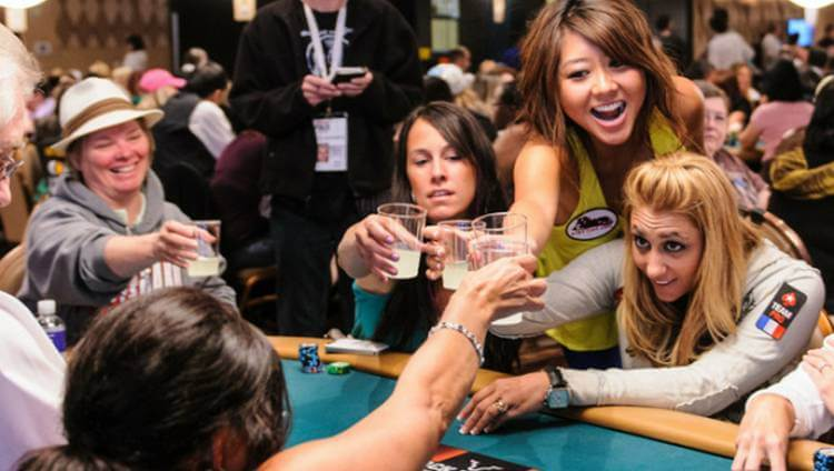 poker ladies fun